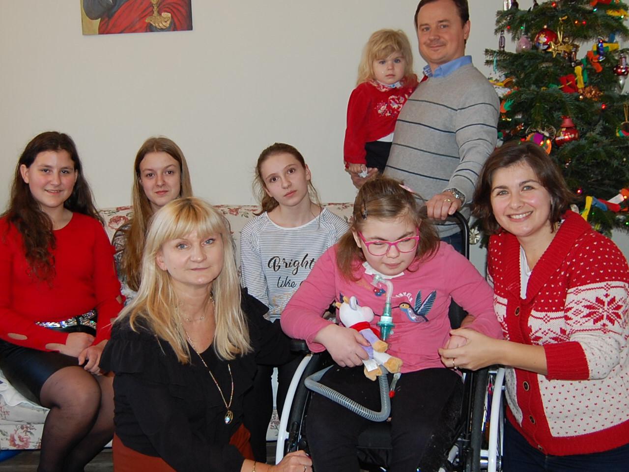 Świąteczna wizyta Pani Pedagog i wolontariuszy ze szkoły w Libertowie