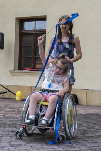 Marysia  z wolontariuszami na X zjeździe Małych Bohaterów w Wieliczce