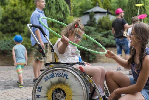 Marysia zabawa z wolontariuszami na X zjeździe Małych Bohaterów w Wieliczce